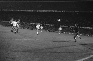 Nederland - Polen 1-1, 10 oktober 1973 Theo de Jong (derde van links) scoort 1-0