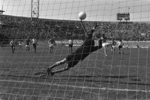 Strafschop Neeskens: 1-0 tegen Argentinië, Nederland - Argentinië 4-1, 26 mei 1974