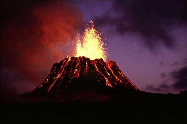 Beste beelden van de grootste vulkaanuitbarsting ooit!