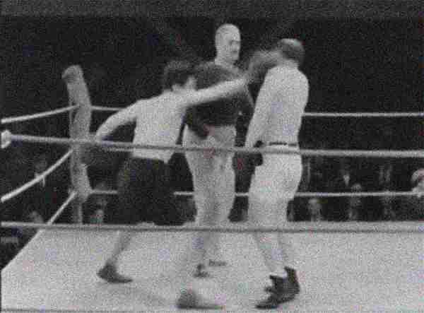 Een boksende Charlie Chaplin…