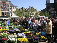 Karel II plein op zondagochtend in Charleroi