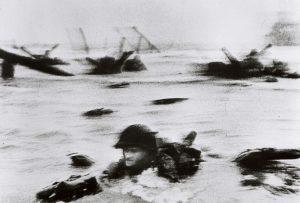 Beroemdste fotograaf ter wereld Robert Capa: D-Day: 6 juni 1944: - Allied Invasion of Normandy