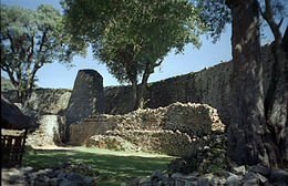 Het grootste raadsel van de Great Enclosure is de conische toren. Theorieën variëren van bewaarplaats voor waardevolle spullen tot graanopslagplaats