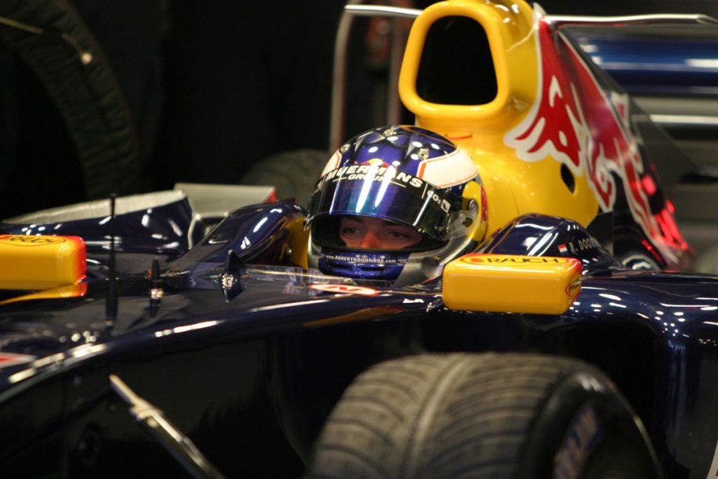 Doornbos in de Red Bull Racing Formule 1-wagen