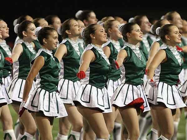 Vrouw aantrekkelijker in groep vrouwen: het 'Cheerleader'-effect