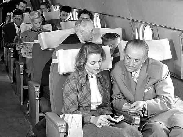 Grootste irritatie in het vliegtuig is een knietje in je rugleuning – De Top 10