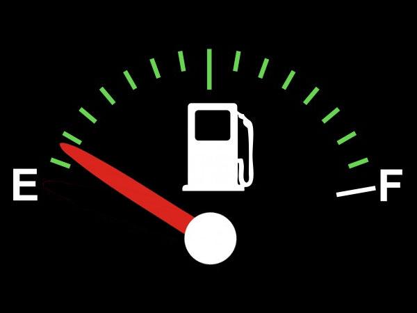 Hoe ver kun je nog rijden als je tank bijna leeg is? 20 auto's
