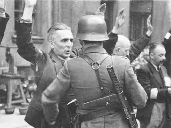 14 Signalen van opkomend fascisme volgens het US Holocaust Memorial Museum
