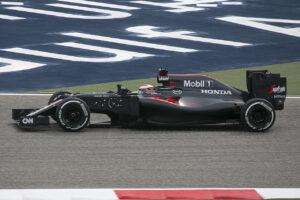 Vandoorne tijdens zijn F1-debuut, rijdend voor McLaren tijdens de 2016 Grand Prix van Bahrein