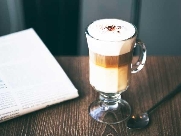 Kleur koffiekop grote invloed op smaak zegt onderzoek
