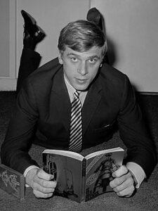 Jan Cremer met zijn boek Ik, Jan Cremer (1964)
