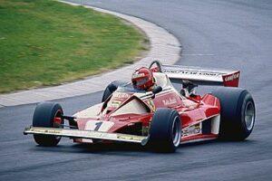 Niki Lauda in een Ferrari 312 T2, in training voor de Duitse Grand Prix 1976