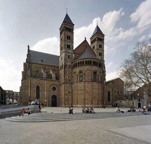 Oudste kerken van Nederland -  De top 100: Sint-Servaasbasiliek