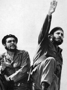 Che Guevara (links) en Castro, foto van Alberto Korda in 1961