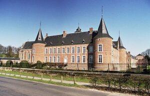 Westvleugel van kasteel Alden Biesen met tuin van de landcommandeur