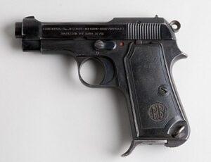 De Beretta 1934 was het dienstpistool van het Koninklijk Italiaans Leger tussen 1936 en 1945. De volledige naam van het wapen was Pistola Modello 1934 Calibro 9 Corto, wat zich vertaalt naar Pistool Model 1934 Kaliber 9 Kort. Het pistool is door Beretta ontworpen.