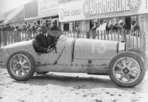 Bartolomeo Costantini in een Type 35 in de Grand Prix Formule 1 van Frankrijk, 1924.