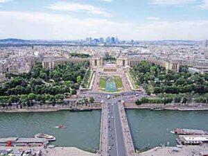 Palais de Chaillot en de Jardins du Trocadéro vanaf de Eiffeltoren